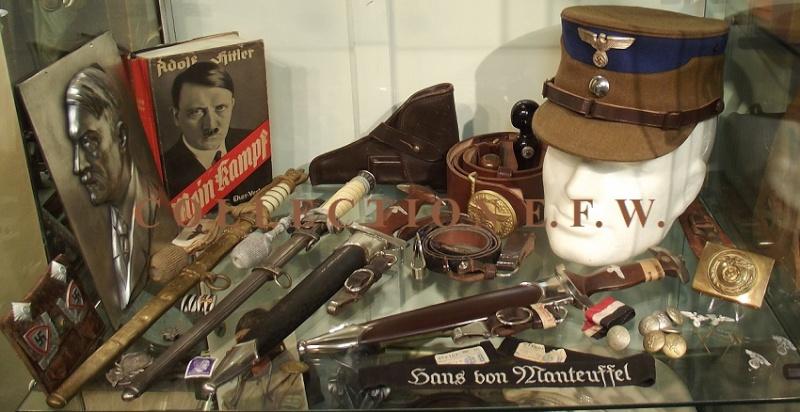"""Collection E.F.W. """"Allemagne prise du pouvoir"""" II 1_vitr13"""