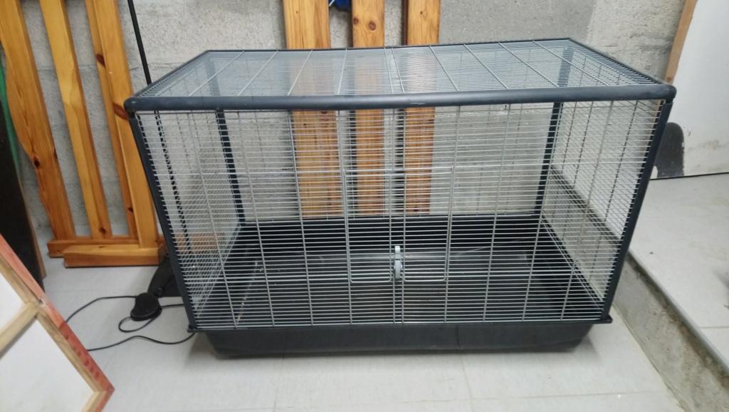 Deux grandes cages (Ferplast et Savic) Dsc_1011