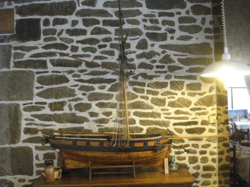 """""""Le COUREUR"""" à voir du côté de Saint-Malo 01812"""