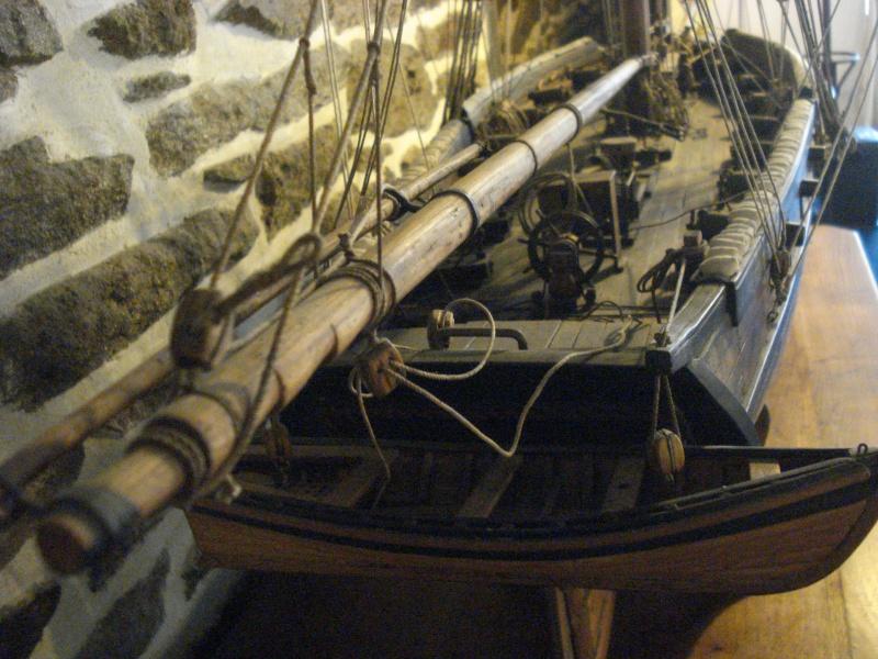 """""""Le COUREUR"""" à voir du côté de Saint-Malo 01913"""