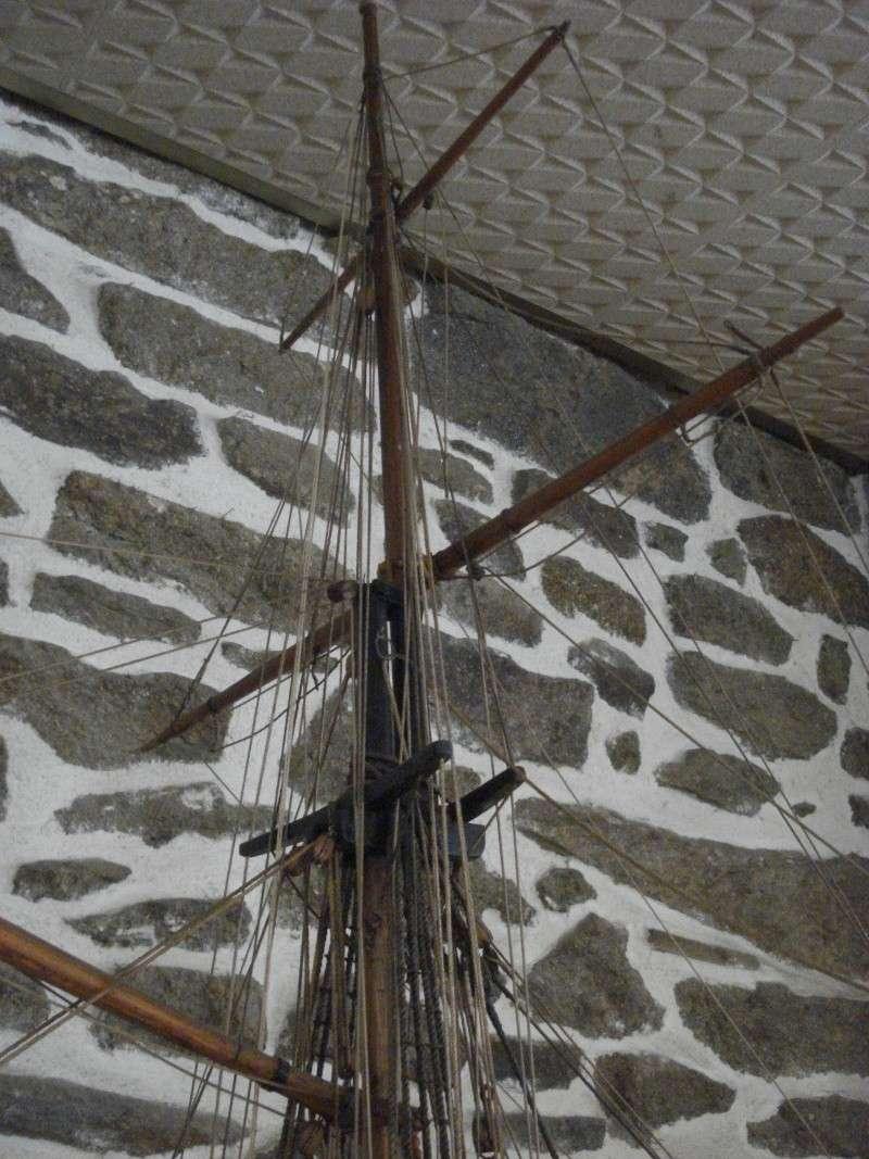 """""""Le COUREUR"""" à voir du côté de Saint-Malo 02113"""