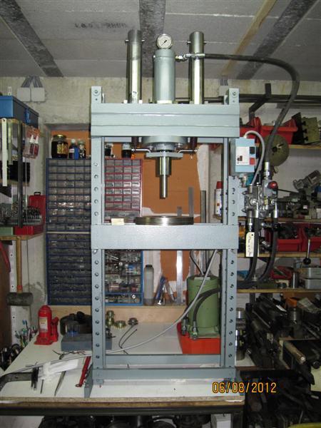 Presse hydraulique d'atelier motorisée Img_3110