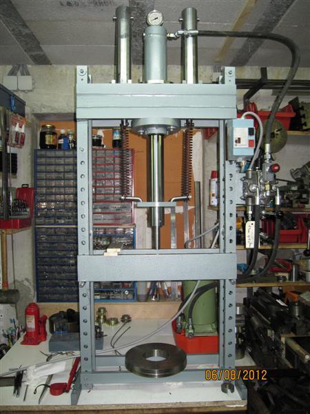 Presse hydraulique d'atelier motorisée Img_3111