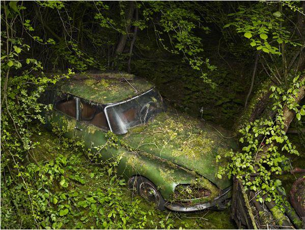 Appel à la nostalgie des épaves automobiles Voitur10