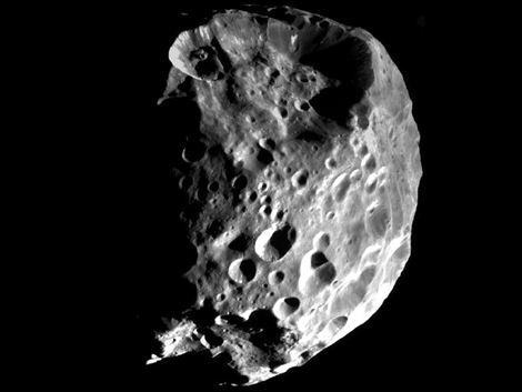 La luna Phoebe de Saturno tiene rasgos de planeta Fotono10