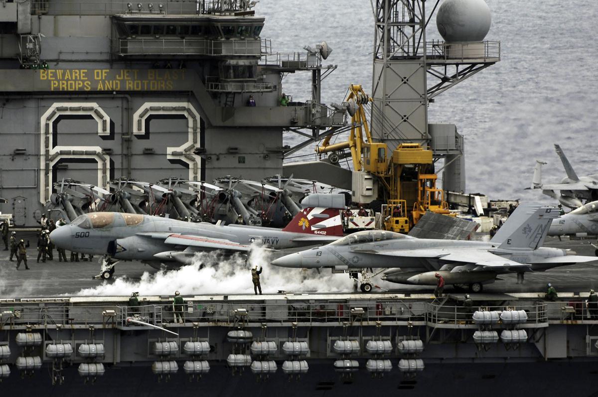 Supercarrier USS Kitty Hawk (CV-63) - Trumpeter - 1/350 Kitty_11