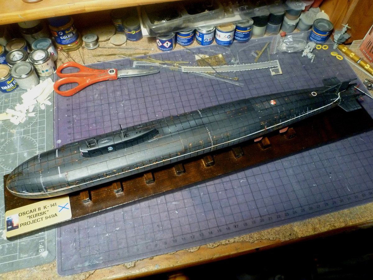 "Montage Sous-marin Classe OSCAR II  ""KURSK"" 1/350 - Page 2 Kursk_28"