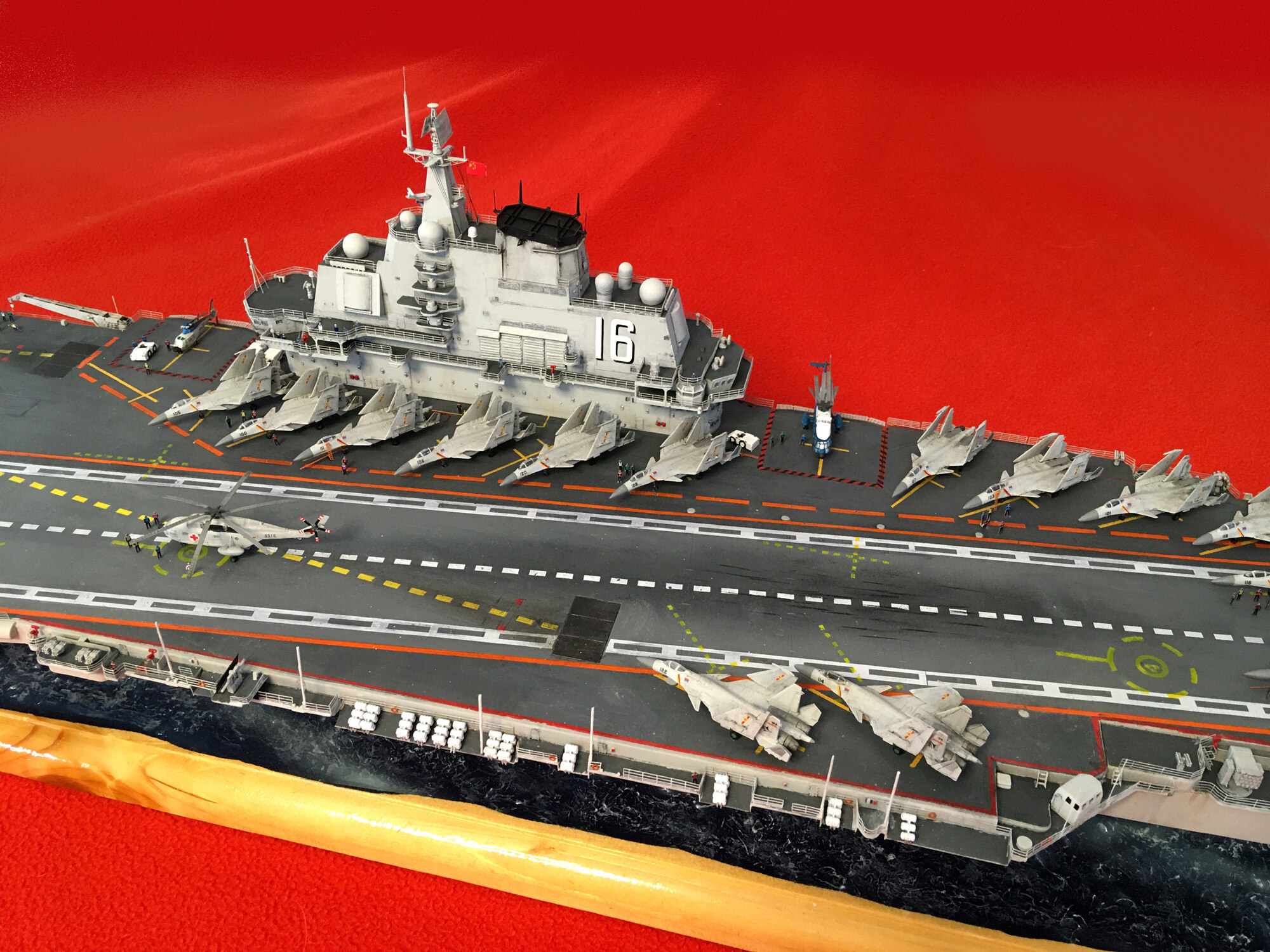 Porte-avions LIAONING CV-16 (PLA Navy) Liaon204