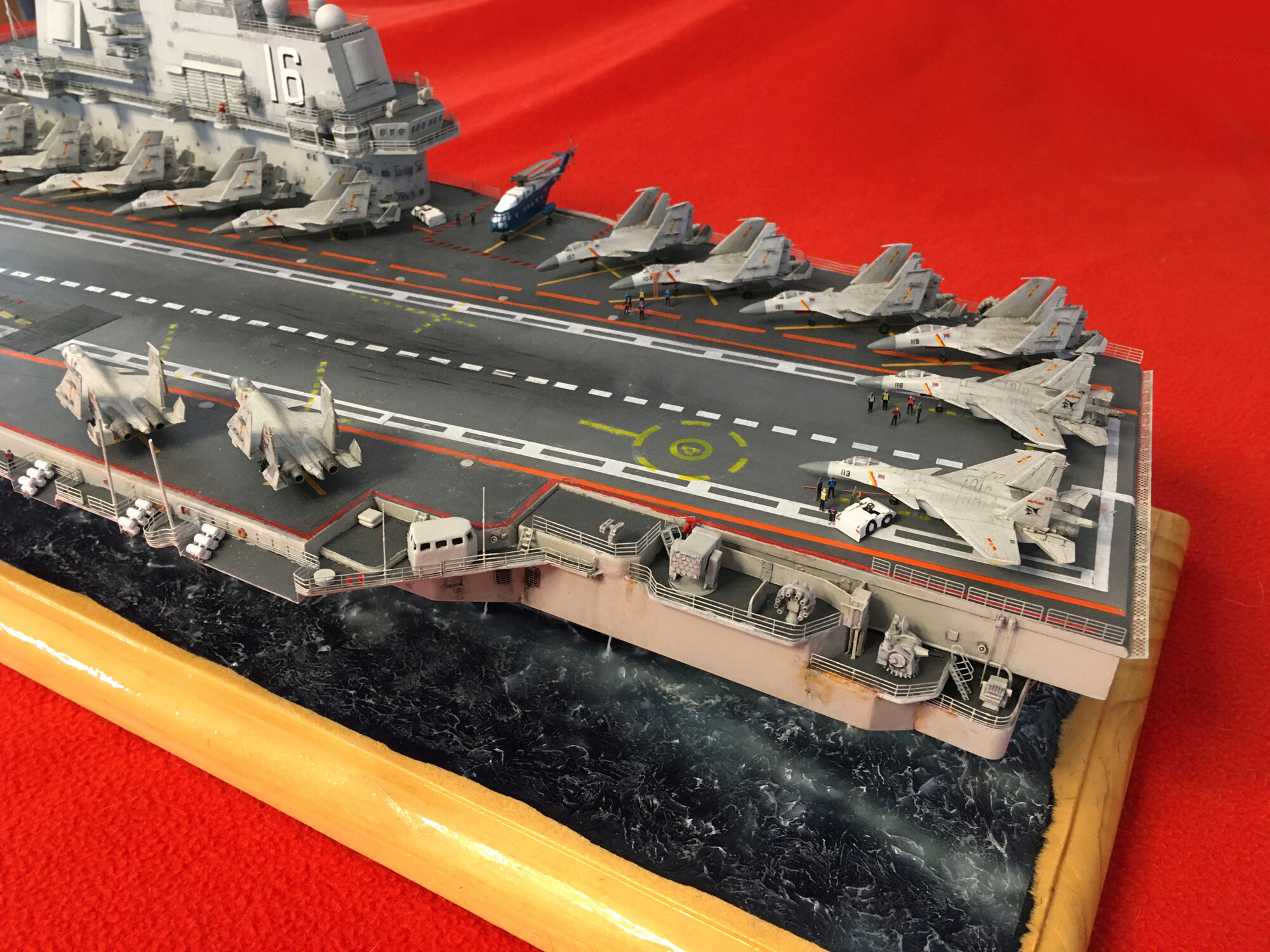Porte-avions LIAONING CV-16 (PLA Navy) Liaon208