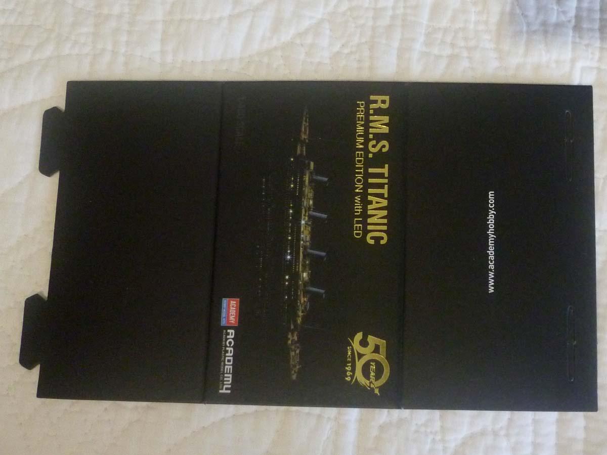 R.M.S TITANIC PRENIUM EDITION with LED ACADEMY 1/400 P1120615