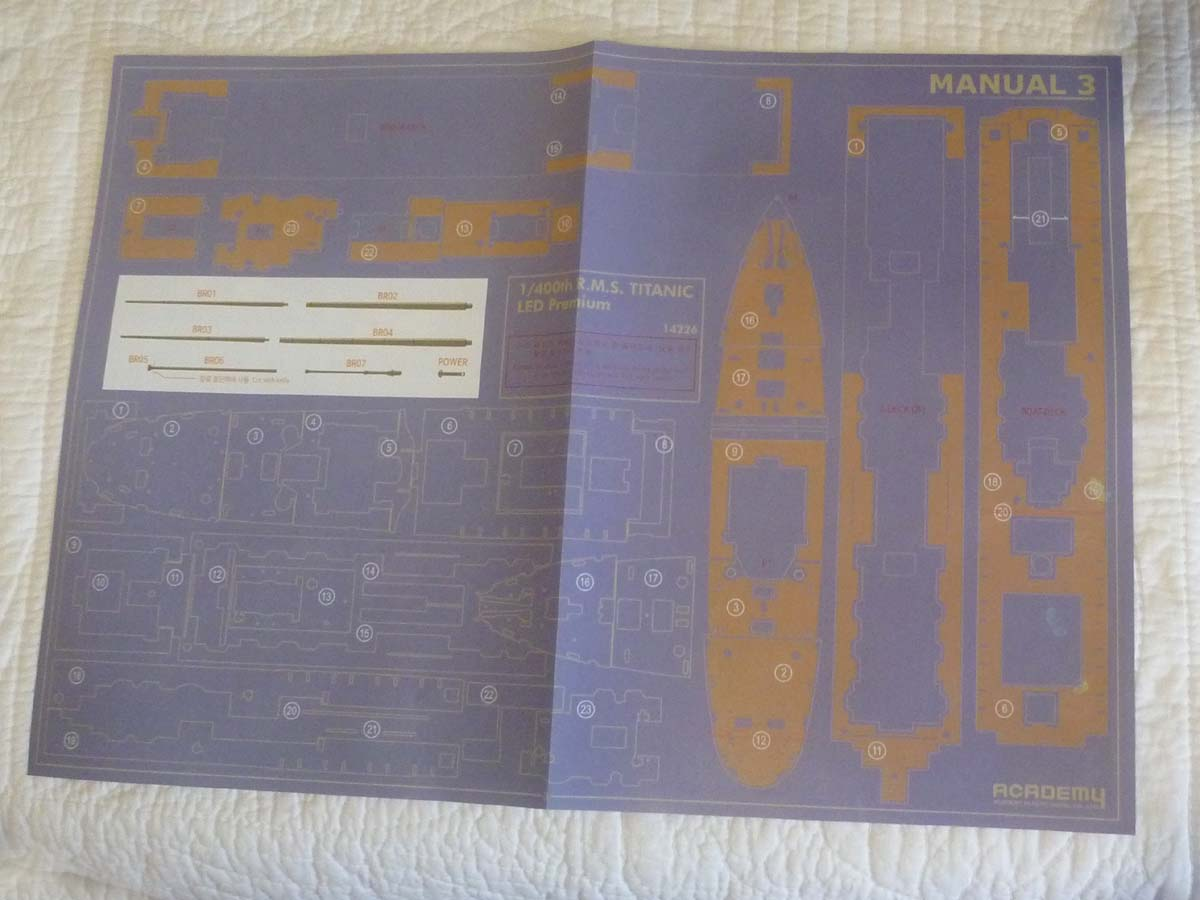 R.M.S TITANIC PRENIUM EDITION with LED ACADEMY 1/400 P1120711