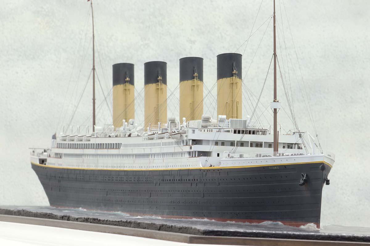 Dioramas de navires de guerre de Chris FLODBERG Titani31