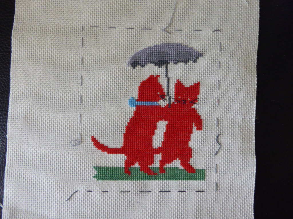Broderie 2 chats et une ombrelle. P1030031