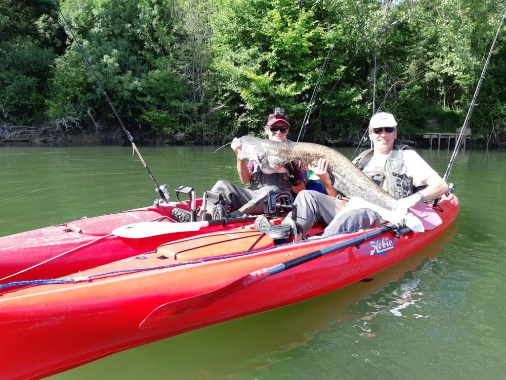 CRs peche en kayak ... en eau douce ;-)  Silure10