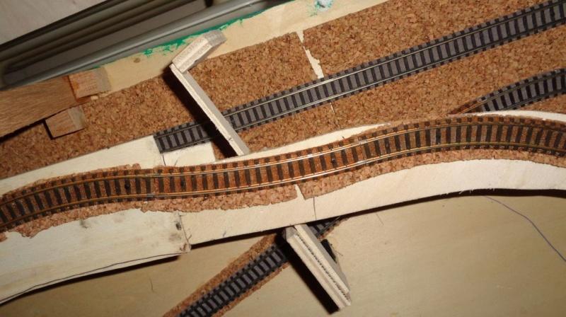 Opa und Enkel bauen eine Bahn Dsc00521
