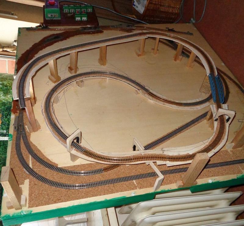 Opa und Enkel bauen eine Bahn Dsc00522