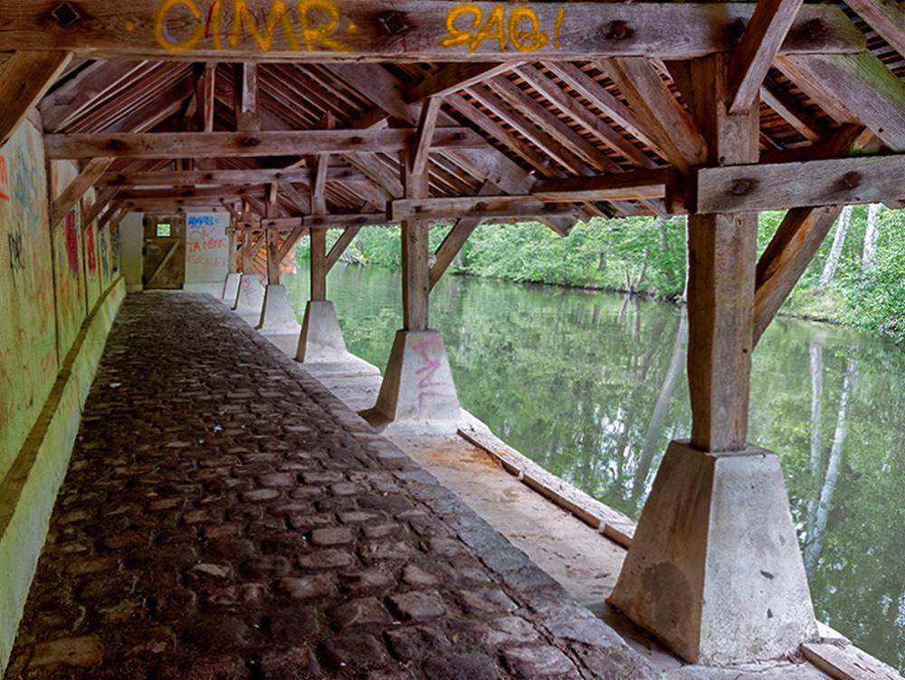 [Architecture_et_Graphisme] Vert le petit, lavoir tagué P1110811