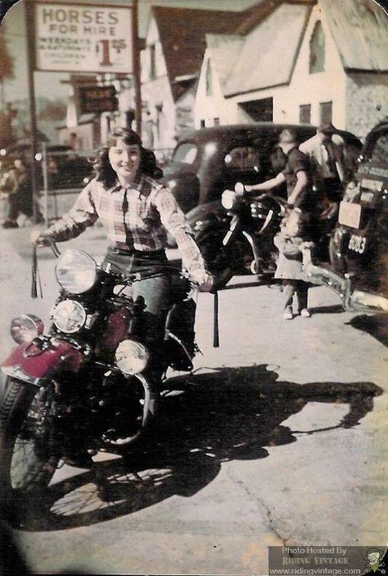 Vieilles photos (pour ceux qui aiment les anciennes photos de bikers ou autre......) - Page 14 0ca62b10