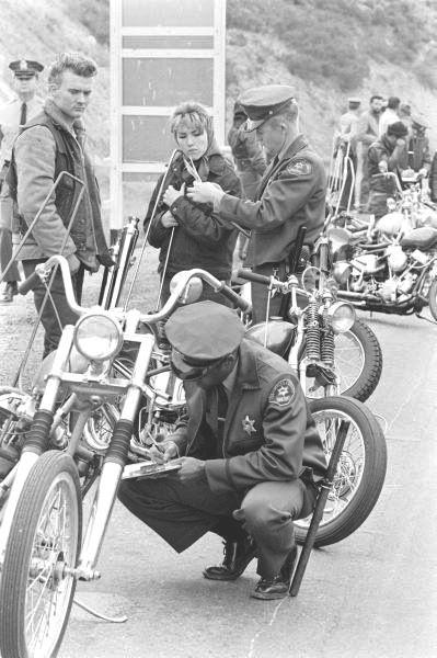 Vieilles photos (pour ceux qui aiment les anciennes photos de bikers ou autre......) - Page 14 1a14a210