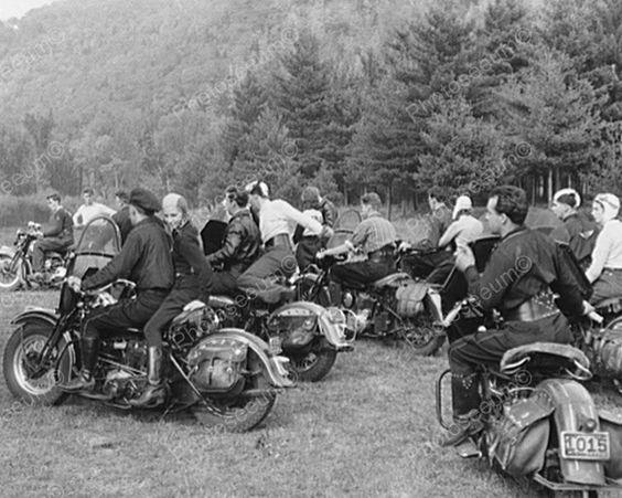 Vieilles photos (pour ceux qui aiment les anciennes photos de bikers ou autre......) - Page 14 3cb59810