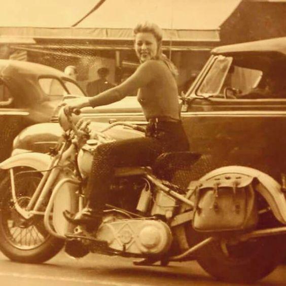Vieilles photos (pour ceux qui aiment les anciennes photos de bikers ou autre......) - Page 14 8a993a10