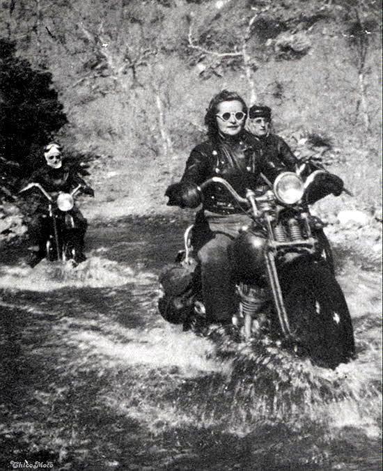 Vieilles photos (pour ceux qui aiment les anciennes photos de bikers ou autre......) - Page 14 935aaa12