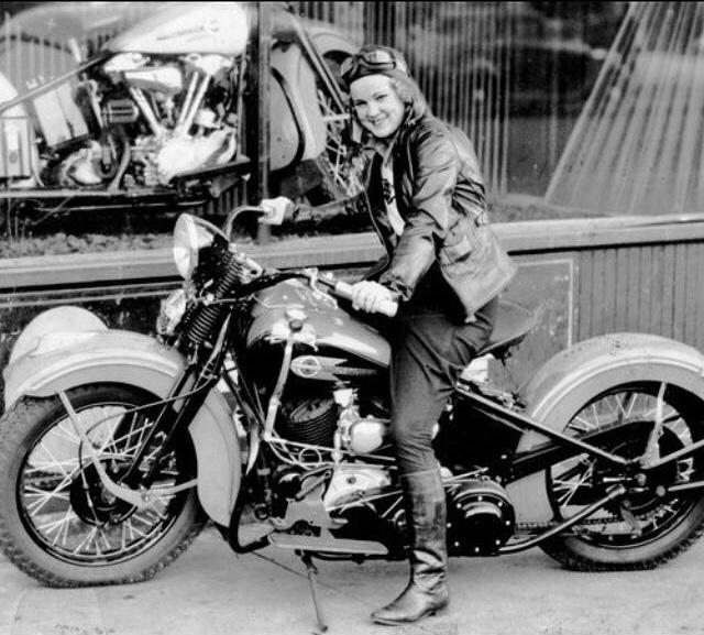 Vieilles photos (pour ceux qui aiment les anciennes photos de bikers ou autre......) - Page 14 Bb96fe10