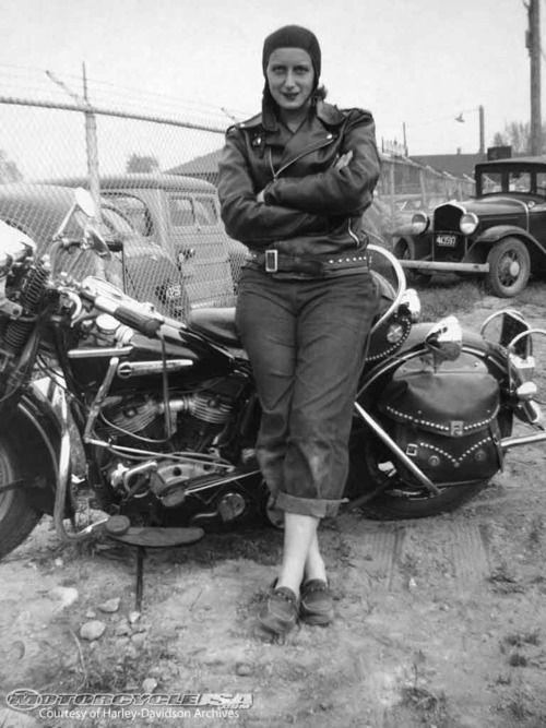 Vieilles photos (pour ceux qui aiment les anciennes photos de bikers ou autre......) - Page 14 Bc004d10