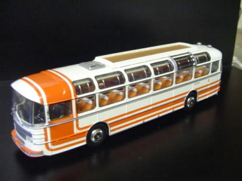 Les cars et bus miniatures - Page 12 S53m_o10