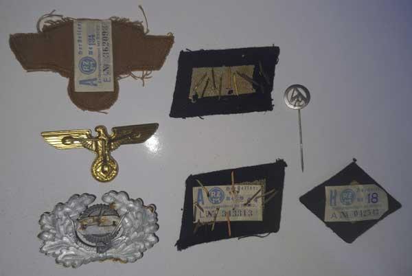 Souvenirs de guerre 2eme DB : Insignes allemands NSKK et Vichy Clot_i15