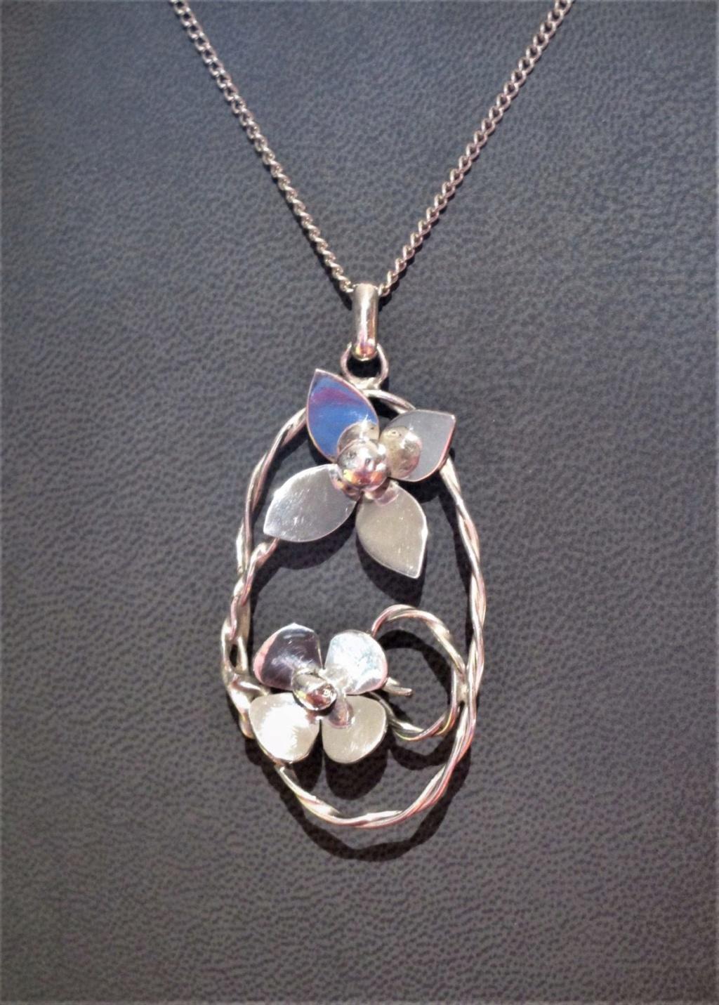 Réalisé aujourd'hui un pendentif à 2 fleurs en argent 925 Penden10