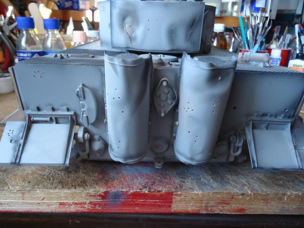 Le Panzerkampfwagen VI Tiger Ausf. E de Hobby Boss au 1/16  Par Dan le Cévenol - Page 4 Dsc01764