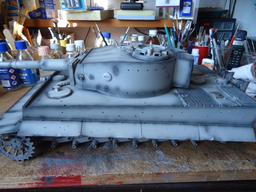 Le Panzerkampfwagen VI Tiger Ausf. E de Hobby Boss au 1/16  Par Dan le Cévenol - Page 4 Dsc01766