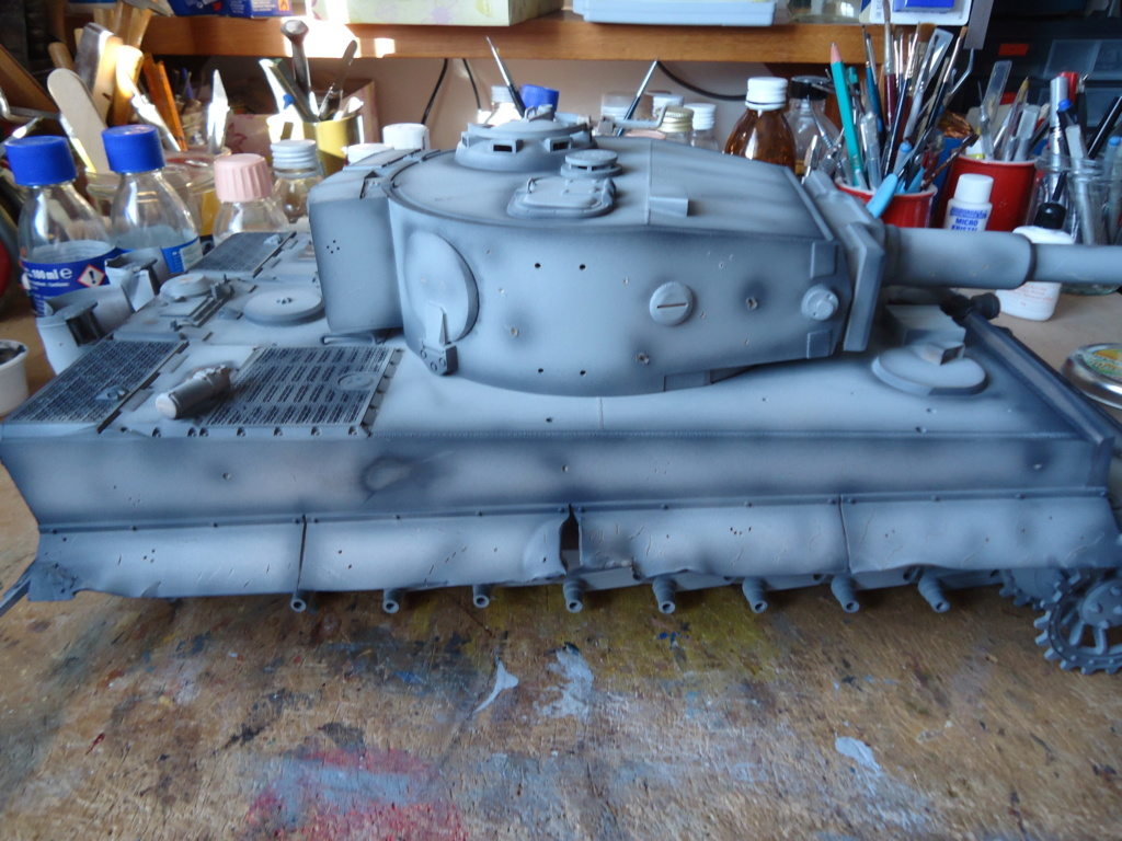 Le Panzerkampfwagen VI Tiger Ausf. E de Hobby Boss au 1/16  Par Dan le Cévenol - Page 4 Dsc01767