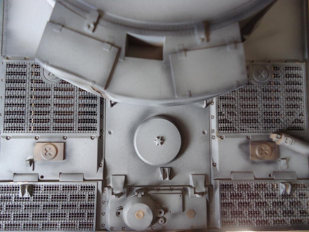 Le Panzerkampfwagen VI Tiger Ausf. E de Hobby Boss au 1/16  Par Dan le Cévenol - Page 4 Dsc01771