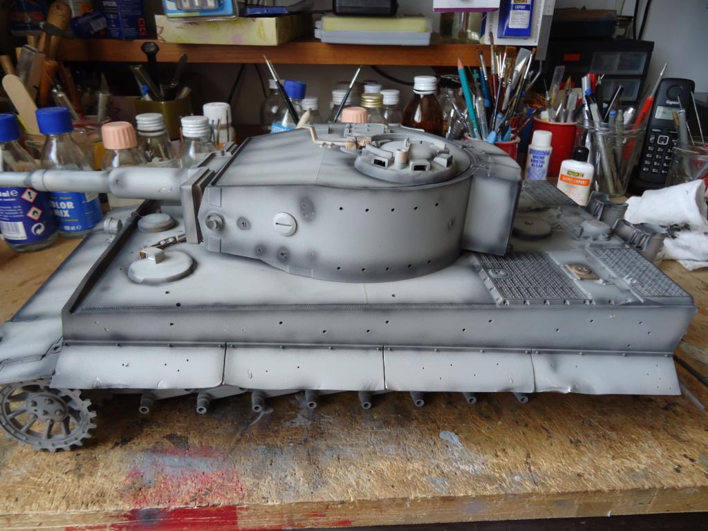 Le Panzerkampfwagen VI Tiger Ausf. E de Hobby Boss au 1/16  Par Dan le Cévenol - Page 4 Dsc01773