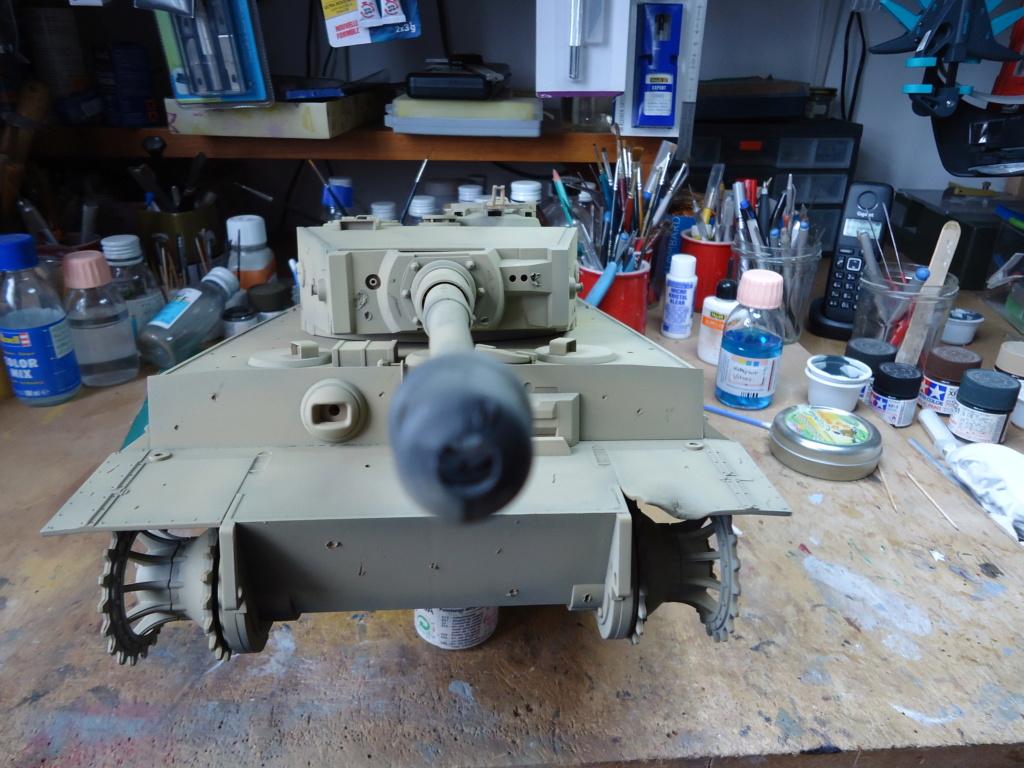Le Panzerkampfwagen VI Tiger Ausf. E de Hobby Boss au 1/16  Par Dan le Cévenol - Page 4 Dsc01783