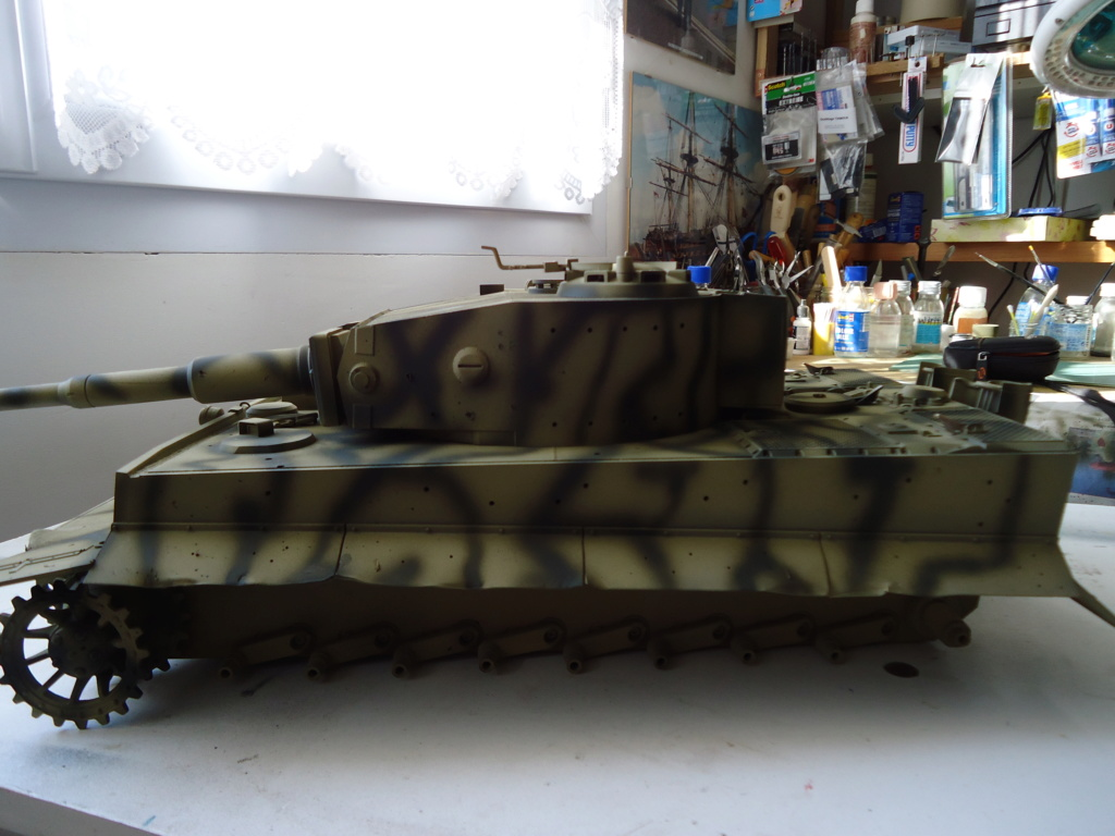 Le Panzerkampfwagen VI Tiger Ausf. E de Hobby Boss au 1/16  Par Dan le Cévenol - Page 4 Dsc01795