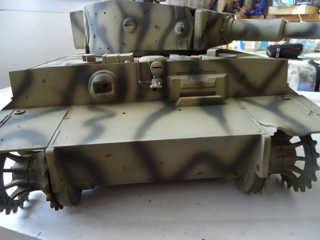 Le Panzerkampfwagen VI Tiger Ausf. E de Hobby Boss au 1/16  Par Dan le Cévenol - Page 4 Dsc01796