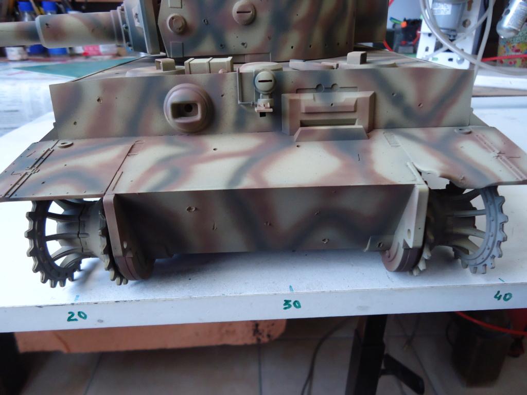 Le Panzerkampfwagen VI Tiger Ausf. E de Hobby Boss au 1/16  Par Dan le Cévenol - Page 4 Dsc01819