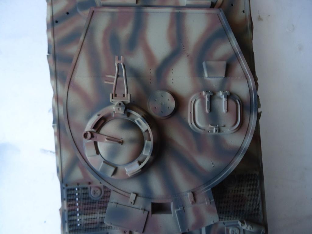 Le Panzerkampfwagen VI Tiger Ausf. E de Hobby Boss au 1/16  Par Dan le Cévenol - Page 4 Dsc01825