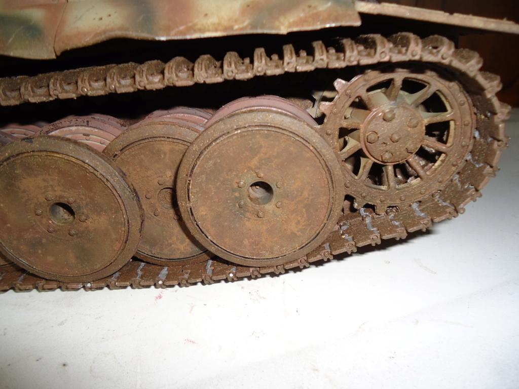 Le Panzerkampfwagen VI Tiger Ausf. E de Hobby Boss au 1/16  Par Dan le Cévenol - Page 7 Dsc02049