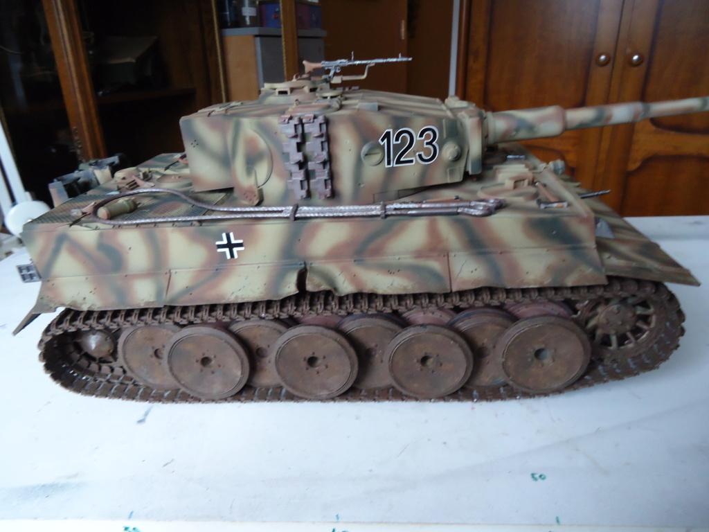Le Panzerkampfwagen VI Tiger Ausf. E de Hobby Boss au 1/16  Par Dan le Cévenol - Page 7 Dsc02050