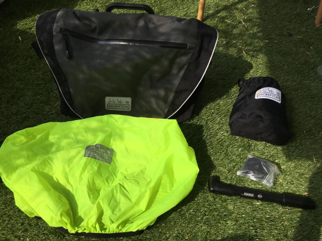 Lot d'accessoire ( C-Bag , housse, easy wheel neuve et petite pome ) Img_5310