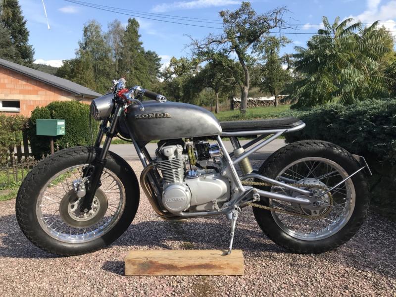 CB550F 1976 en...suspens...café racer, enfin dans le genre. Img_1816