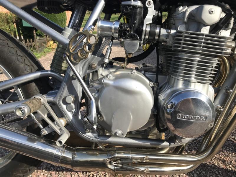 CB550F 1976 en...suspens...café racer, enfin dans le genre. Img_1819