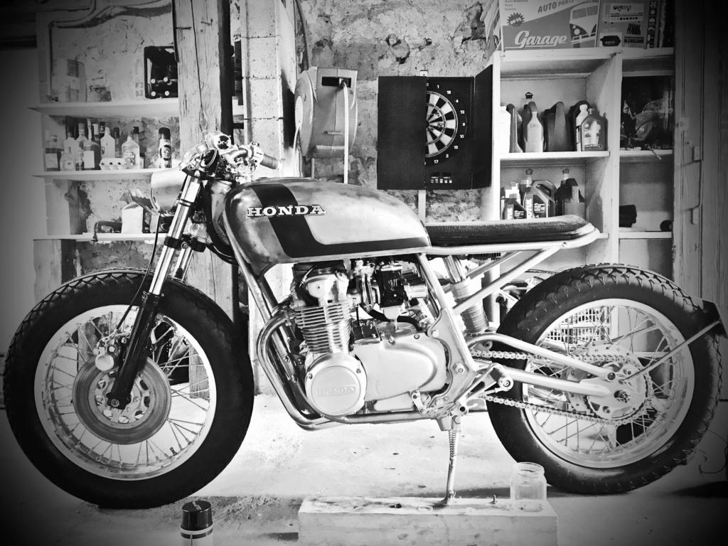 CB550F 1976 en...suspens...café racer, enfin dans le genre. Img_1822