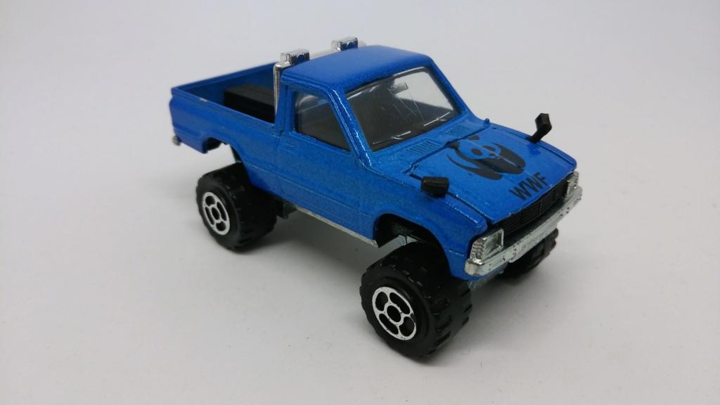 N°292 TOYOTA HILUX 4X4 ( modèle avec rampe de phare ) Toyota19