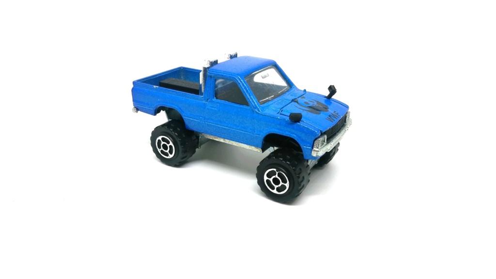 N°292 TOYOTA HILUX 4X4 ( modèle avec rampe de phare ) Toyota35