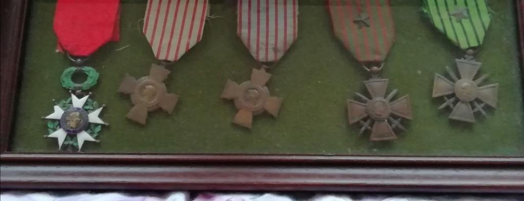Trouvaille médailles en cadre et autres.  Img_2293